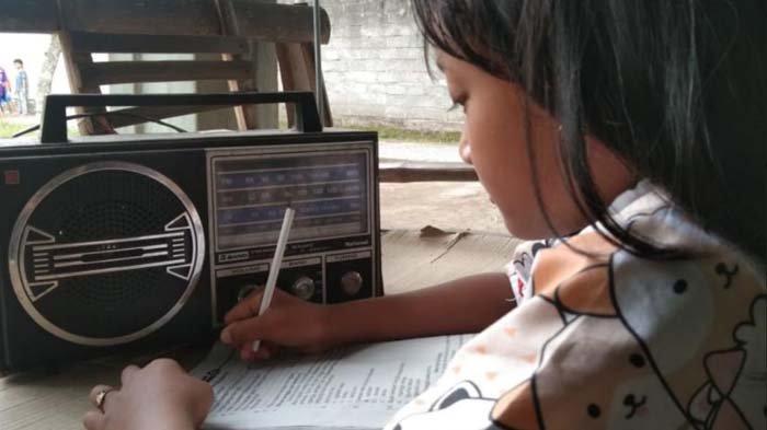 PGRI Tulungagung Buat Siaran Pembelajaran Lewat Radio, Bantu Siswa yang Kesulitan Sekolah Daring