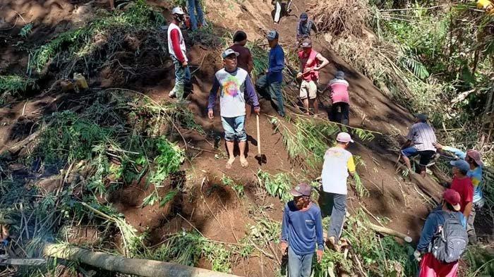 BREAKING NEWS: Tanah Longsor Terjang Tamansari Malang, Pencari Rumput Tertimbun, Belum Ditemukan