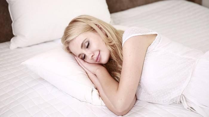 Ilustrasi tidur dan bermimpi nonton konser.