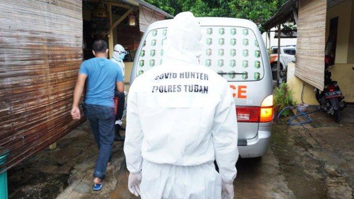 Hasil Swab Positif, Dua Warga Tuban Dievakuasi Tim Mobile Hunter Covid-19 ke Rumah Karantina