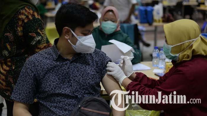 Pemkot Surabaya Targetkan 30 Ribu Dosis Vaksin Covid-19 Disuntikkan per Hari, Warga Sambut Antusias