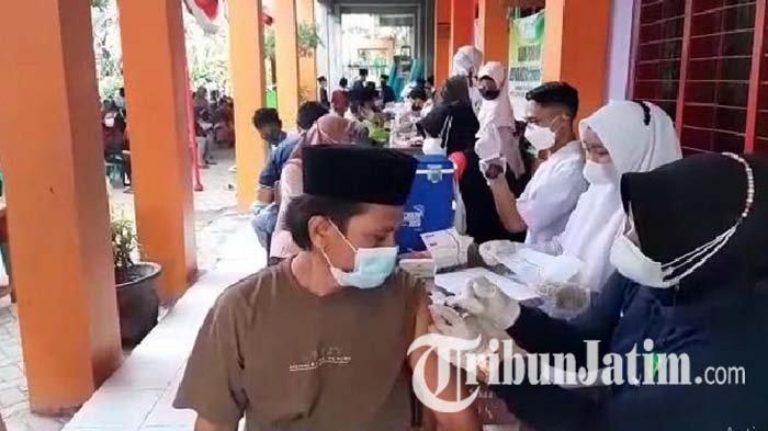 Nganjuk Turun ke PPKM Level 2, Serbuan Vaksin Merdeka Semeru 2021 Terus Digelar Polisi