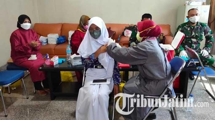 Penyuntikan 15 Ribu Dosis Vaksin Covid-19 untuk Pelajar di Tuban, Kodim Libatkan Bidan Desa