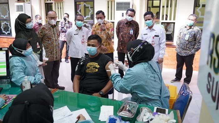 Vaksinasi Covid-19 untuk Insan Industri Jasa Keuangan di Jawa Timur Ditargetkan Capai 10.500 Orang