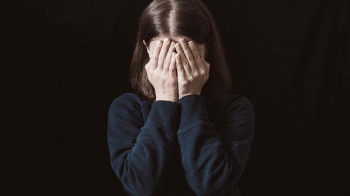 Ilustrasi wanita menangis - VIRAL Nasib Sial Cewek Ditinggal Pacar saat Razia Masker