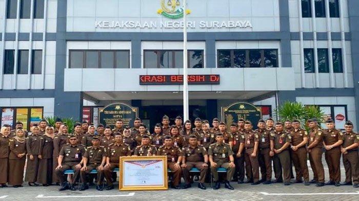 Kejari Surabaya Raih Predikat WBBM, Kajari Ingatkan Pegawai Layani Masyarakat Sepenuh Hati