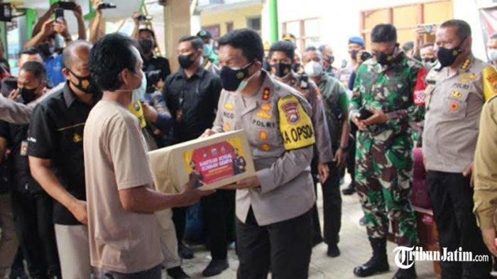 Kapolda Jatim Tinjau Dampak Gempa Bumi di Dampit Malang, Apresiasi Semangat Gotong Royong Warga