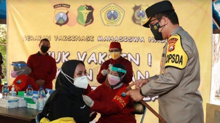 Kapolda Jatim Tinjau Vaksinasi Covid-19 di Ubhara, Ingatkan 'Tetap Prokes Senjata Utama'