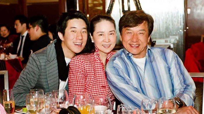Jackie Chan dan keluarganya