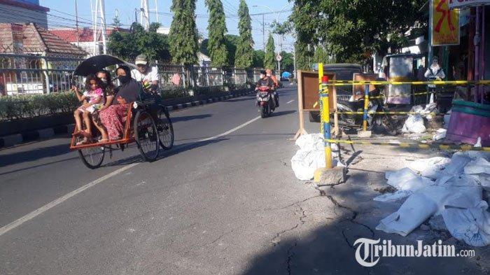 Proyek Penanaman Pipa PDAM di Jalan Gubernur Suryo Gresik Diduga Akibatkan Jalan Menggelembung