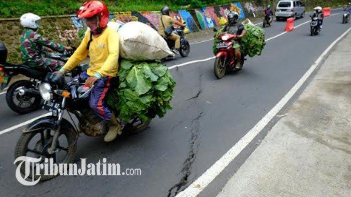 Jalan Abdul Manan Lingkungan Payung 1 Retak, BPBD Kota Batu Imbau Pedagang Sekitar 'Waspada'
