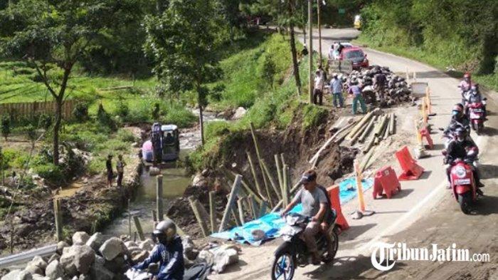 Kawasan Pujon Longsor, Jalur dari Kota Batu Menuju Kabupaten Malang dan Kediri Diterapkan Buka-Tutup