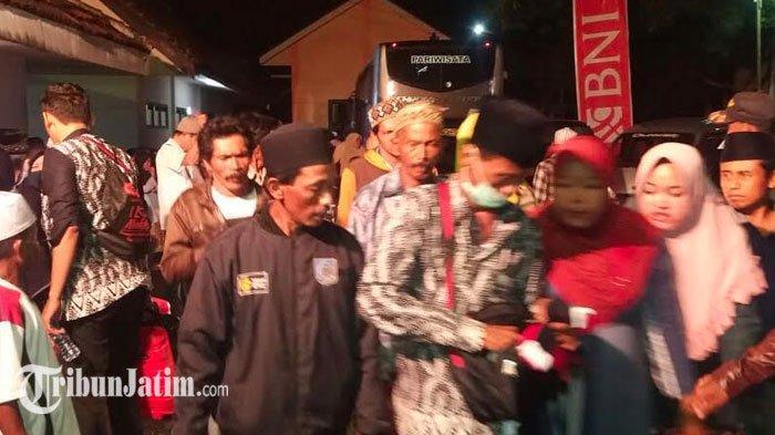 Ratusan Jemaah Umrah Asal Situbondo Sudah Kembali ke Rumah: Kita Terima, Kaget Iya