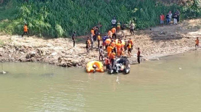 BREAKING NEWS - Jasad Bocah 14 Tahun Tenggelam di Sungai Bengawan Madiun Mendadak Muncul