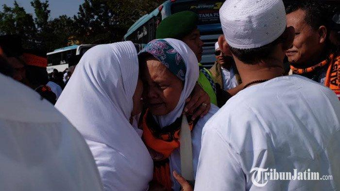 Tak Ada yang Meninggal, Kepulangan Jemaah Haji Asal Kabupaten Trenggalek Diwarnai Tangis Haru