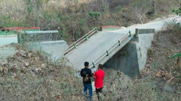 Jembatan Penghubung Antar Kecamatan di Bojonegoro Ambruk, Kendaraan HarusPutar Jalan hingga 10 KM