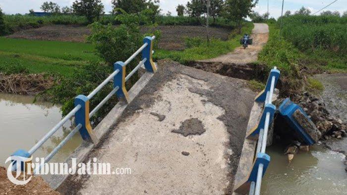 Upaya Perbaikan Jembatan di Dawarblandong Mojokerto yang Terputus Diterjang Banjir