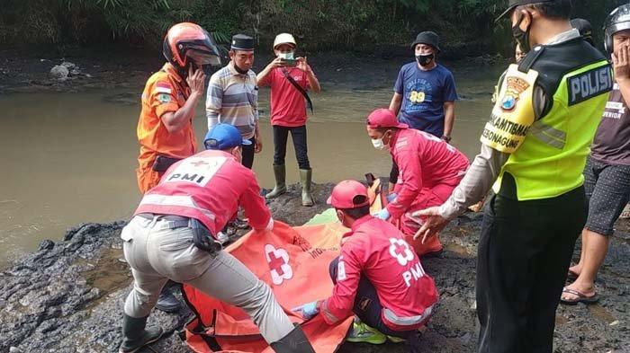 Sambil Menahan Tangis, Kakek di Malang Ceritakan Kronologi Cucunya Hanyut Saat Main Hujan-hujanan
