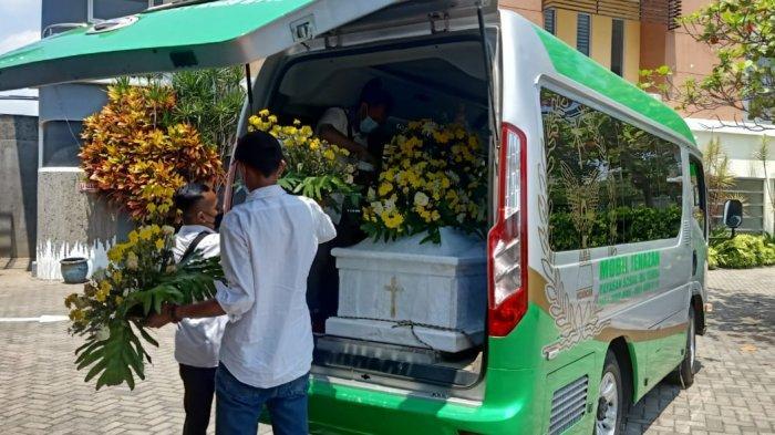 Kerabat Berdatangan, Jenazah Korban Dugaan Pembunuhan di Malang Dikremasi