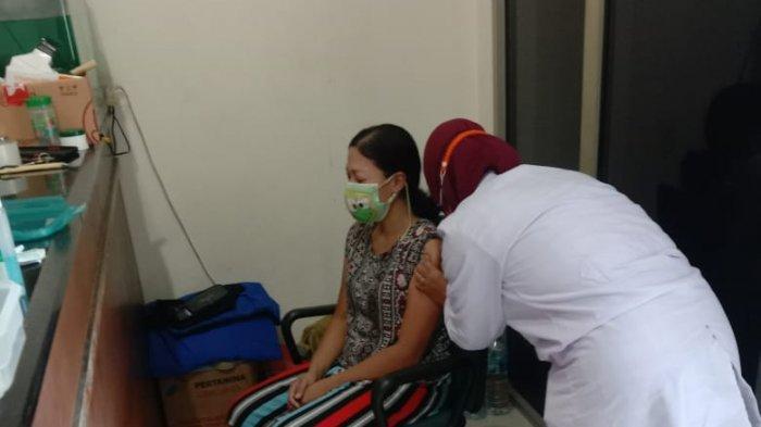 Jadi Penyintas Covid-19, Anggota Komisi B DPRD Surabaya Turun Gunung Sukseskan Vaksinasi