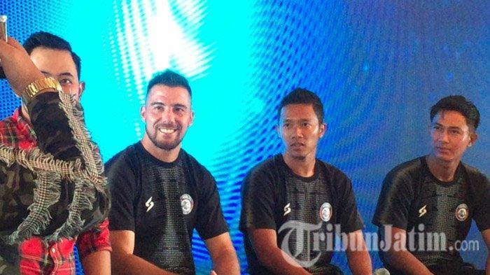 Kerjasama dengan MS Glow For Men, Arema FC Dapat Hadiah Bus Pemain