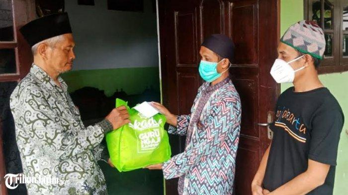 Jelang Idul Fitri 1442 H, Gurubansa Salurkan Kado Ramadan untuk Guru Ngaji Kampung di Kediri