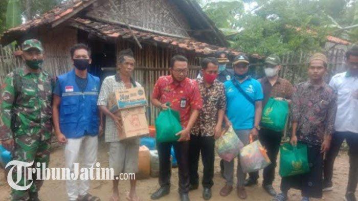 Hidup Sebatang Kara Bersama Sapi Peliharaannya, Kakek di Sampang Dapat Kunjungan dari Pemkab