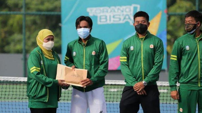 Kalahkan Bengkulu, Tim Tenis Beregu Putra Jatim Sabet Medali Emas, Dapat Bonus dari Khofifah