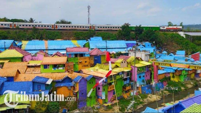 Kampung Warna-warni Jodipan di Kota Malang.