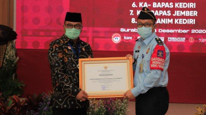 Kantor Imigrasi Surabaya Raih Penghargaan Pelayanan Publik Berbasis HAM
