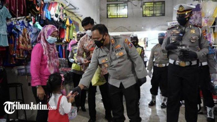 Bagi-bagi Masker Langkah Andalan Polres Bojonegoro Cegah Covid-19, Dorong Masyarakat Patuhi Prokes