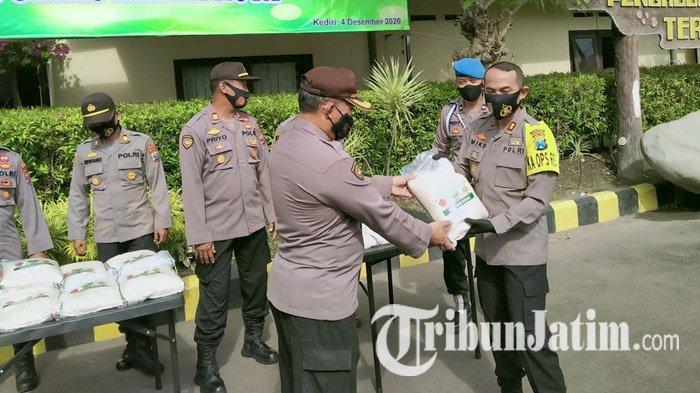 Polres Kediri Kota Distribusikan Beras Bansos Warga Terdampak Covid-19, Jumlahnya Mencapai 10 Ton