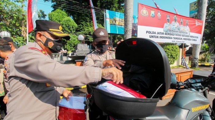 Polres Kediri Kota Bagikan 1.945 Bendera Merah Putih Kepada Masyarakat