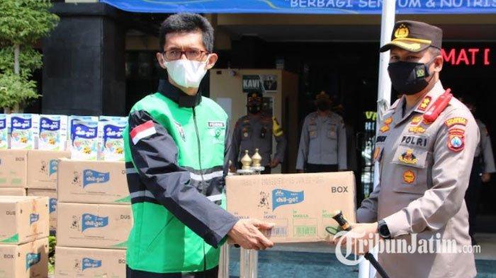 Garda Malang Salurkan Bantuan Ratusan Susu untuk Masyarakat Terdampak Pandemi