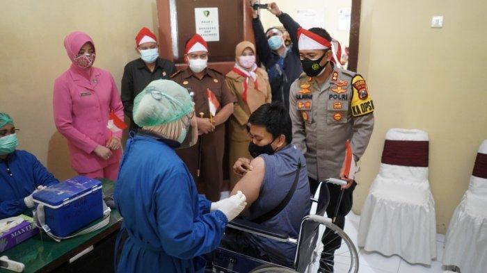 Polresta Probolinggo Door to Door Jemput Para Penyandang Disabilitas Untuk Vaksinasi