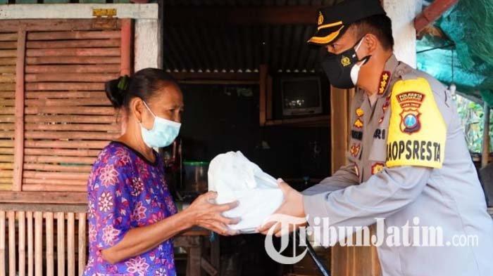 Seharian di Rumah Saja, Warga Sidoarjo Kaget Didatangi Polisi, Ternyata Bagikan Daging Kurban