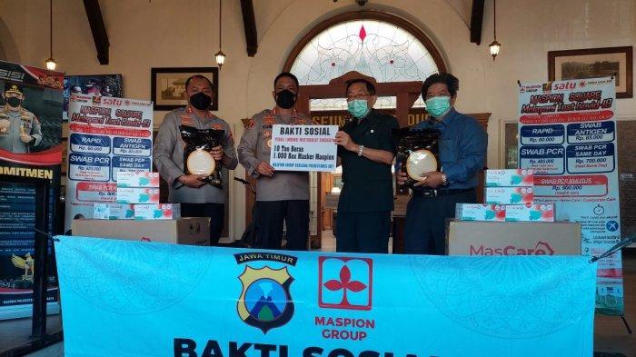 Sumbangkan 10 ton beras dan 50.000 Masker Medis Ke Polrestabes Surabaya, Ini Harapan Alim Markus