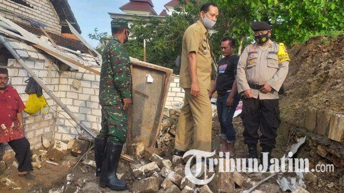 Gelontoran Air Hujan Jebolkan Tembok Makam dan Rumah Warga Lamongan, 1 Orang Tewas