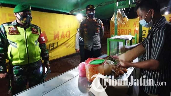 Patroli PPKM Darurat, Kapolsek Sukorejo Pasuruan Borong Nasi Bebek Pedagang: Kami Beri Teguran