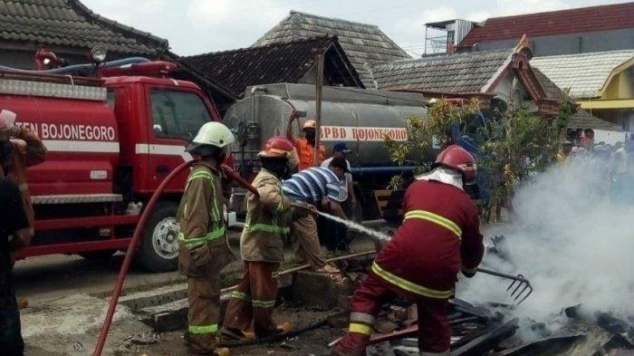 Korsleting Listrik Bikin 8 Rumah di Bojonegoro Dilalap Api, Kerugian Capai Rp 500 Juta