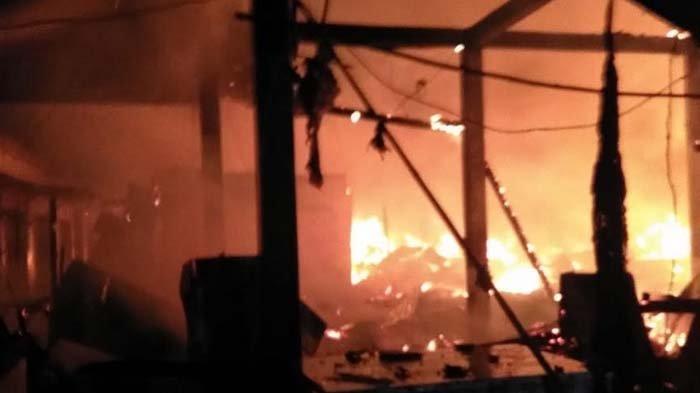 Kebakaran Pasar Kepoh Bojonegoro Hingga Melahap Habis 350 Kios Diduga Akibat Korsleting Listrik