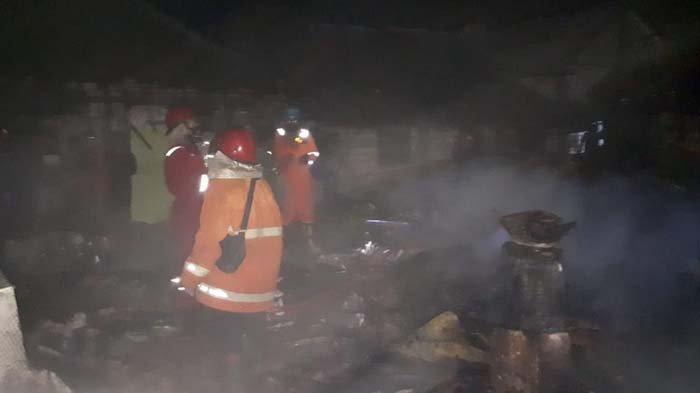 Dengar Suara Kayu Terbakar, Ibu di Tuban Kaget Lihat Api Besar Kuasai Rumahnya, Teriak Minta Tolong