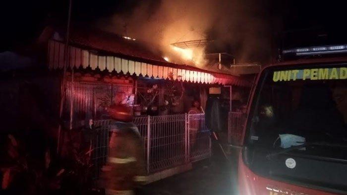 Rumah di Ngantru Trenggalek Terbakar, Dua Sepeda Motor Jadi Arang, Diduga Korsleting AC
