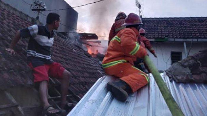 Kebakaran Rumah Terjadi di Pemukiman Padat Penduduk Kota Malang, 2 Penghuni Alami Luka Bakar
