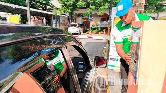 Hari Ini Stasiun Gubeng dan Pasar Turi Terapkan Parkir Nontunai, Bayar Pakai Kartu Uang Elektronik