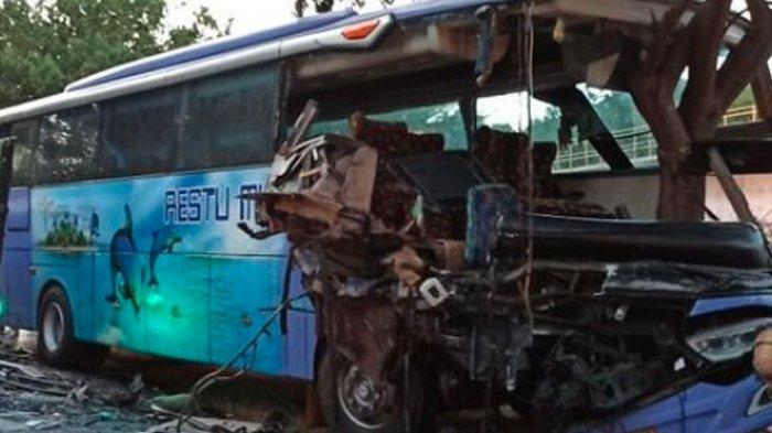 Detik-Detik Truk Ikan Hantam Bus Restu Indah, Kesaksian Warga: Sopir Hendak Mendahului Truk Lain