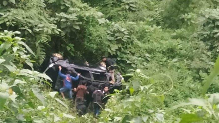 Mobil 4 Penumpang Nyemplung di Jurang Poncokusumo, Korban Ada Hubungannya dengan Artis Ibu Kota?