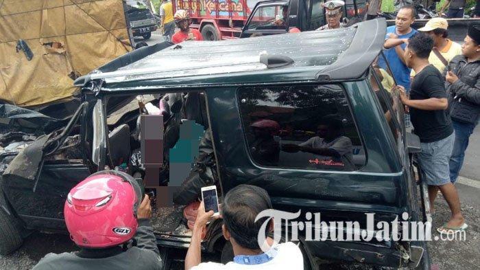Panther Tabrak Dump Truk di Pajarakan Probolinggo, Enam Orang Tewas