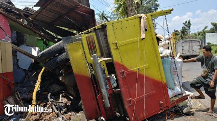 Hancur Toko di Jalan Brawijaya Jember Diseruduk Truk Gabah, Pemilik Toko: Saya Sampai Gemetar