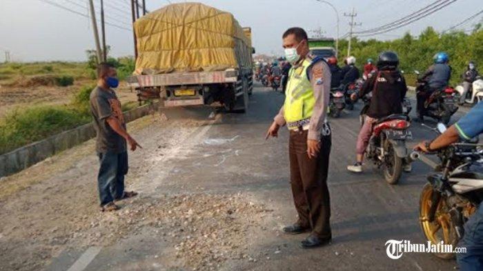 Bentur Bagian Belakang Truk Parkir, Pasutri Asal Bungah Meregang Nyawa diJalur Pantura Gresik